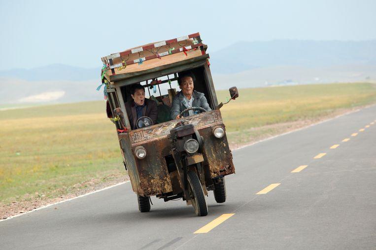 Johnny Knoxville (links) en Jackie Chan in Skiptrace. Beeld
