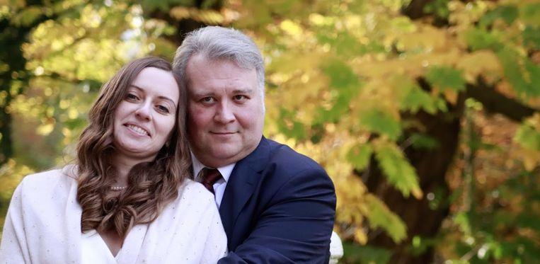 Natalia en Gerd zien mekaar vanavond eindelijk terug. Sinds hun trouw in november zagen ze mekaar slechts drie weken.