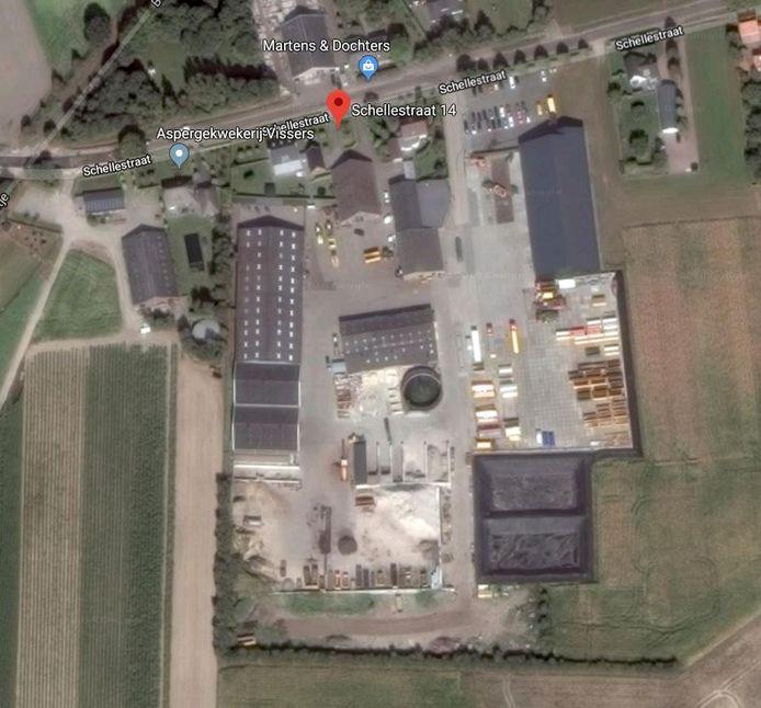 De mestvergistingsinstallatie van Van Eijck verrijst op het bedrijfsterrein aan de Schellestraat.