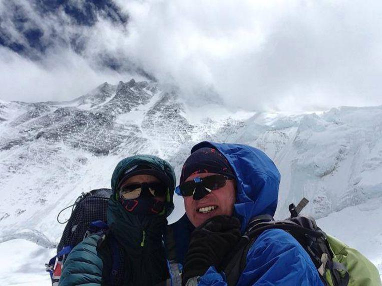 Paul Hegge (rechts) tijdens de beklimming van de Mount Everest.