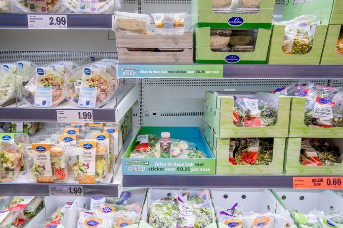 Onder meer in dit lichtgroene schap zijn de goedkope producten te vinden.