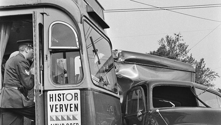 Ook in 1965, toen lijn 16 op een vrachtwagen botste, scoorde slecht nieuws beter Beeld Ruud Hoff