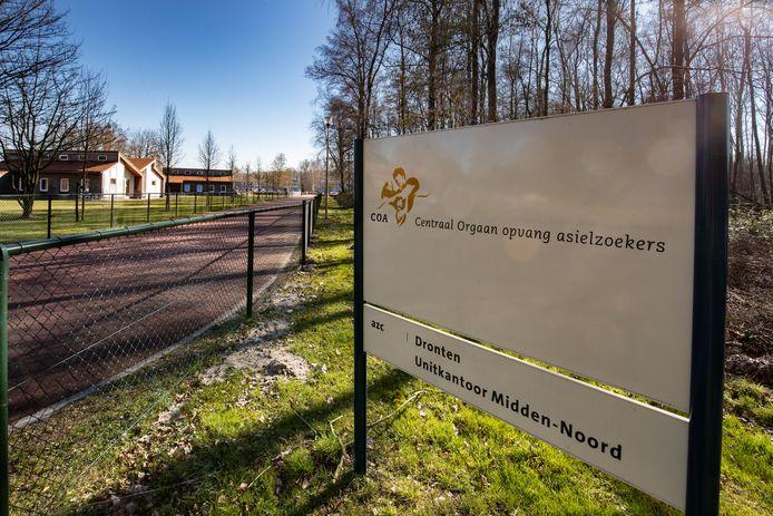 Entree van het asielzoekerscentrum in Dronten