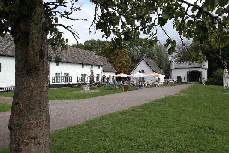 Op het terras aan de hoeve in het Drongengoed in Ursel kunnen bezoekers even bekomen.