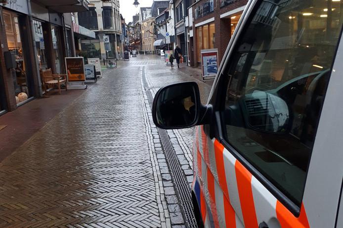 De politie in de Ratumsestraat.