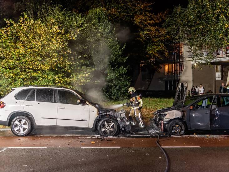 Twee auto zwaar beschadigd door brand in Tilburg