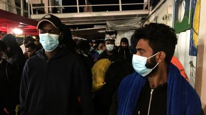 Door Ocean Viking opgepikte migranten in quarantaine in Sicilië