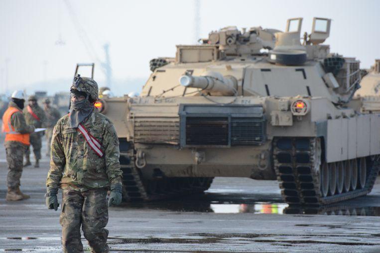 De terminal van ICO lijkt momenteel één groot Amerikaans legerkamp.