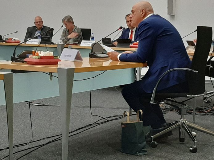 Henk Schoute sprak woensdag namens de cultuurinstellingen in bij de commissie algemeen bestuur uit protest tegen grote bezuinigingen op cultuur in het herstelplan van het college van B en W.