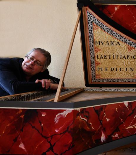 Pieter Dirksen uit Culemborg is graag een musicus én een monnikje