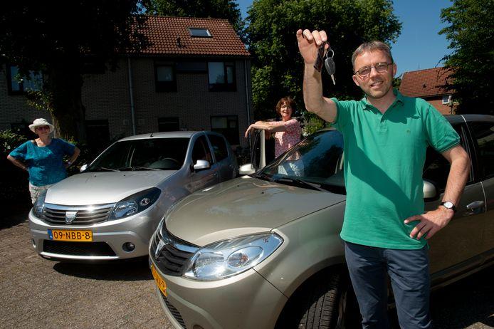 Gerda Swellengrebel, Christine Kinze en Jaco van der Knijff hebben twee Dacia's in de aanbieding. Welke Apeldoorner gaat ook af en toe de sleutel omdraaien?