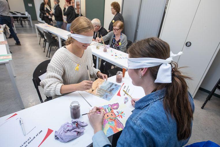 PXL-studenten ergotherapie maken blind kunstwerken voor goede doel