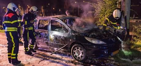 VIDEO: Tilburg opnieuw opgeschrikt door autobranden: nu twee in één nacht