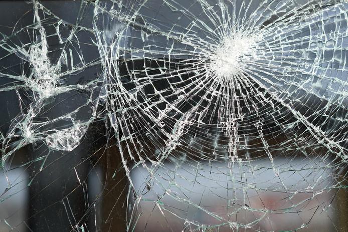 stockadr inbraak inbreker glasschade ruitsschade raam glas ruit autoruit