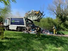 Afval vliegt in brand in vuilniswagen in Wilp