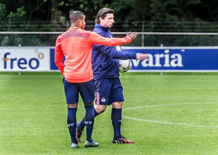 Nilis aan het werk met Luciano Narsingh bij PSV in 2015.