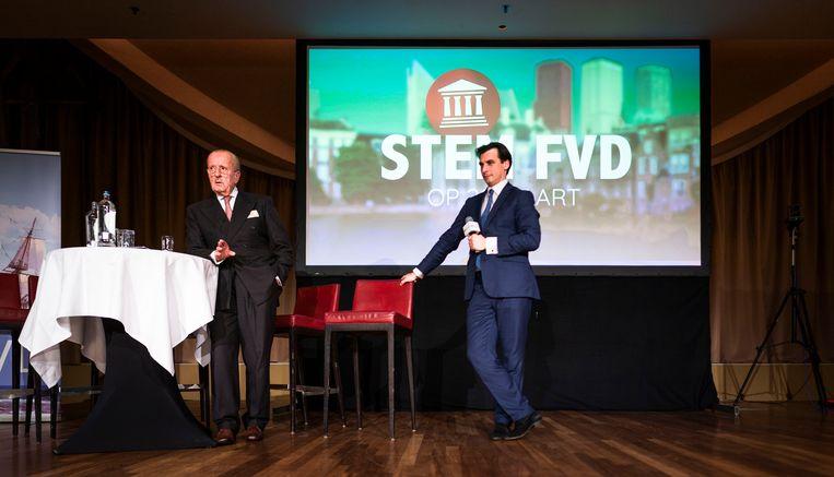 Theo Hiddema  en voorman Thierry Baudet van Forum voor Democratie licht de plannen van zijn partij toe tijdens een bijeenkomst met kiezers in het Kurhaus.  Beeld