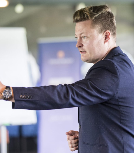 Gijs (35) moet weg als tafelheer bij RTV Noord: 'Omdat ik Tukker ben'