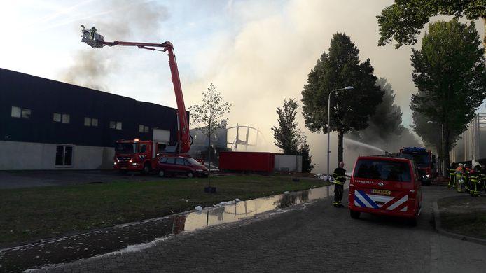 Grote brand op industrieterrein Kraaiven in Tilburg.