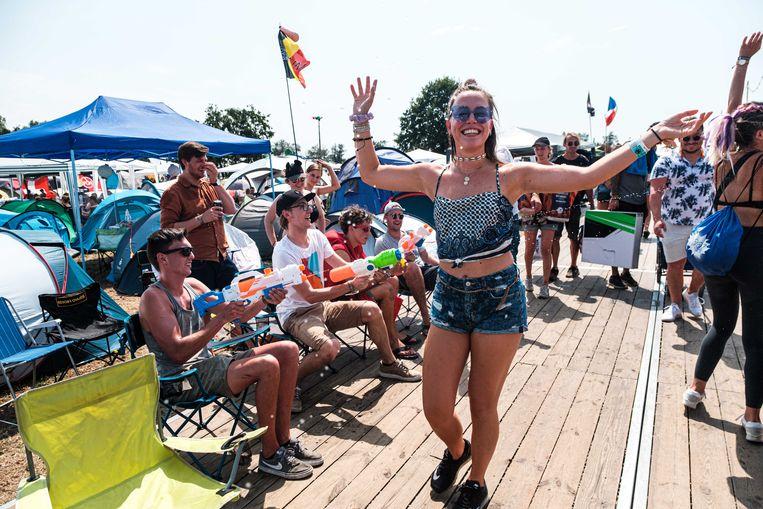 Vandaag ging de Dreamvillecamping van Tomorrowland open onder een loodzware zon.