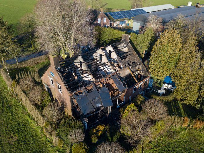 De schade na de brand in de woning aan de Peelweg in Sterksel.