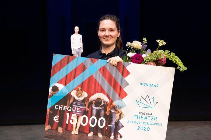 Sonja van Ojen (en klein Hendrik Kegels) bij uitreiking BNG Theaterprijs op het afgelopen Nederlands Theaterfestival in Amsterdam.