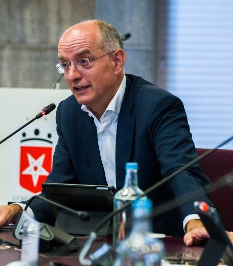 Burgemeester van Enschede nog steeds in ziekenhuis: 'Te ziek om thuis te zijn'