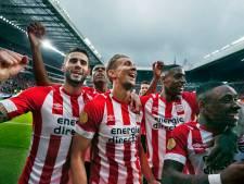PSV walst over Ajax heen en deelt eerste tik uit in titelstrijd