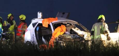 Brandweer knipt gewonde uit auto op A58 bij Kapelle
