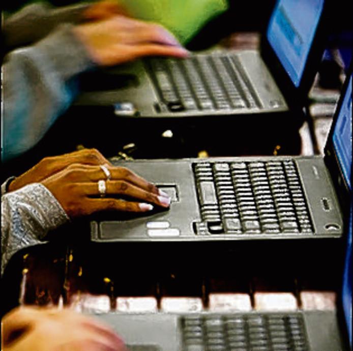 De leraar heeft soms geen idee wat de leerling aan het doen is achter zijn of haar laptop.