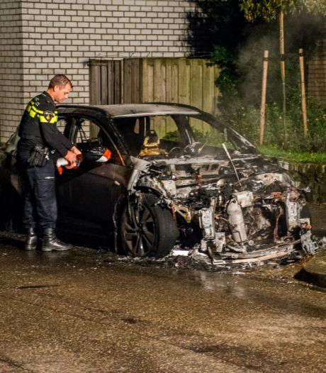 Auto brandt uit in Groesbeek