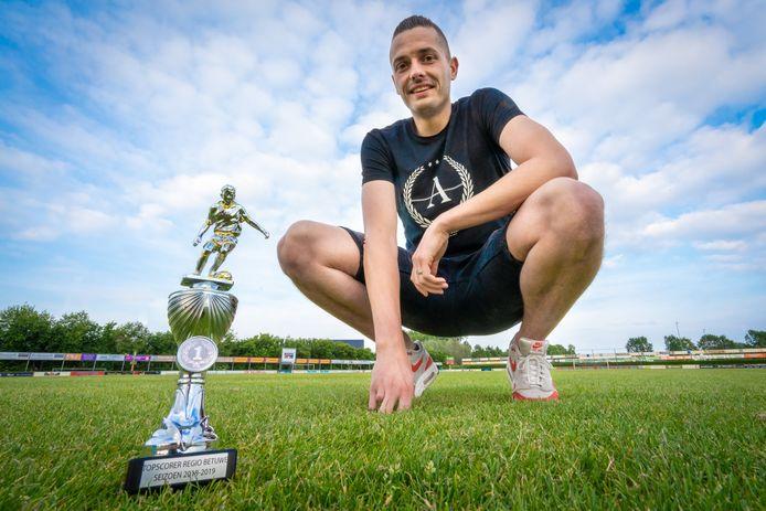 Fatih Sprenkel werd vorig seizoen in het shirt van Jonge Kracht topscorer van de regio Betuwe. Komend seizoen draagt hij het tenue van SML weer.