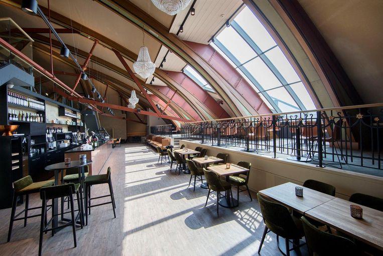 Café 'In de nok' van Carré. Hier moet hout, metaal en gipsplaat worden geverfd Beeld Jean-Pierre Jans