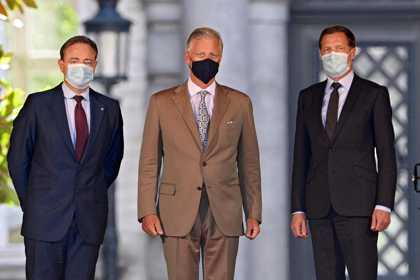 Paul Magnette et Bart De Wever ont été reçus par le Roi au Palais de Bruxelles ce vendredi après-midi.