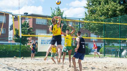 Sportievelingen leven zich uit op beachvolleybaltornooi