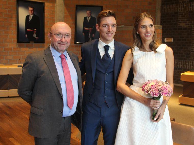 Burgemeester Hugo De Waele (CD&V) is wat fier op de nieuwe inwoners van zijn gemeente Erpe-Mere waaronder de net in de echt verbonden Jasper De Buyst en Gaia De Pauw.