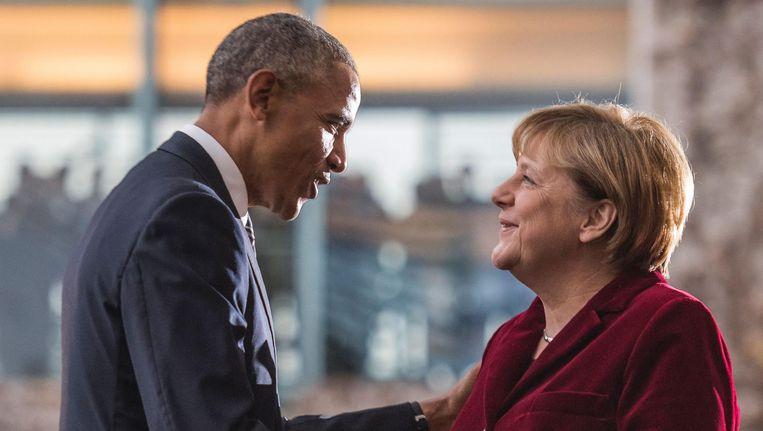 Barack Obama wordt begroet door Angela Merkel op 17 november. Beeld null