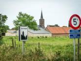 Politieke vete in kleinste gemeente van Vlaanderen escaleert: ex-OCMW-voorzitster dagvaardt oud-burgemeester voor de strafrechter na vechtpartij