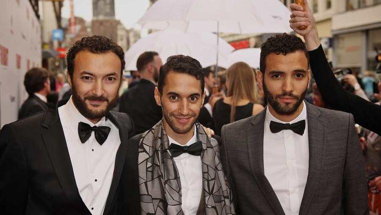 Acteurs Nasrdin Dchar, Achmed Akkabi en Marwan Kenzari (VLNR) op de galapremiere van de Nederlandse speelfilm Rabat in Tuschinski Amsterdam. Beeld