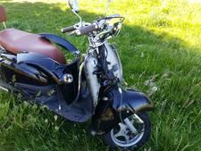 Scooterrijder gewond na botsing in Enschede