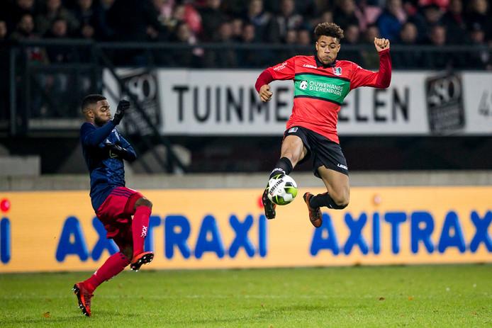 Arnaut Groeneveld in actie tegen Jong Ajax.