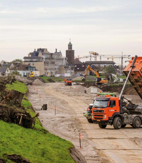 Werk aan een van de oudste dijken van Werkendam in beeld: 'Een bijzondere periode'