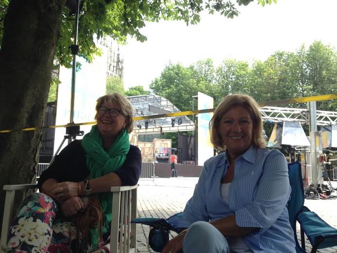 Marijke Pijnenburg en Jeanne Buhne wachten op de Parade