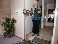 Nieuwsoverzicht | Politie beëindigt verschillende coronafeesten - Agenten beuken verkeerde bejaardenwoning in