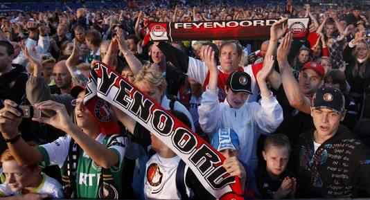 Feyenoord-supporters in de Kuip. Of het stadion wordt vernieuwd door BAM, zal begin maart duidelijk worden.