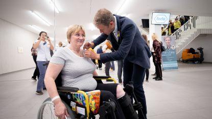 Frank Deboosere deelt gele lintjes uit op Dag tegen Kanker