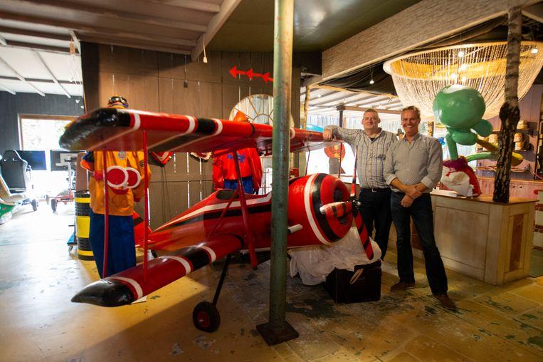Peter Verhaert en Rudy van Nuffelen bij een vliegtuigje.