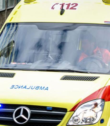 Vrachtwagen en jeep botsen: 1 gewonde