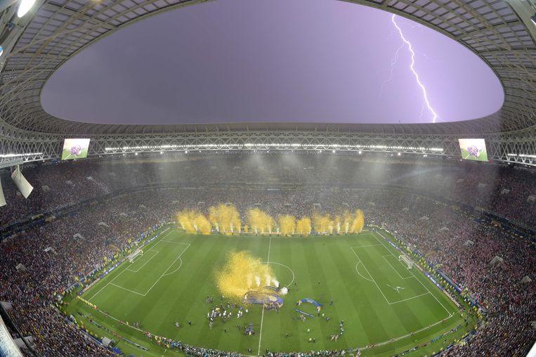Het onweert terwijl de Fransen hun overwinning vieren  Beeld AFP