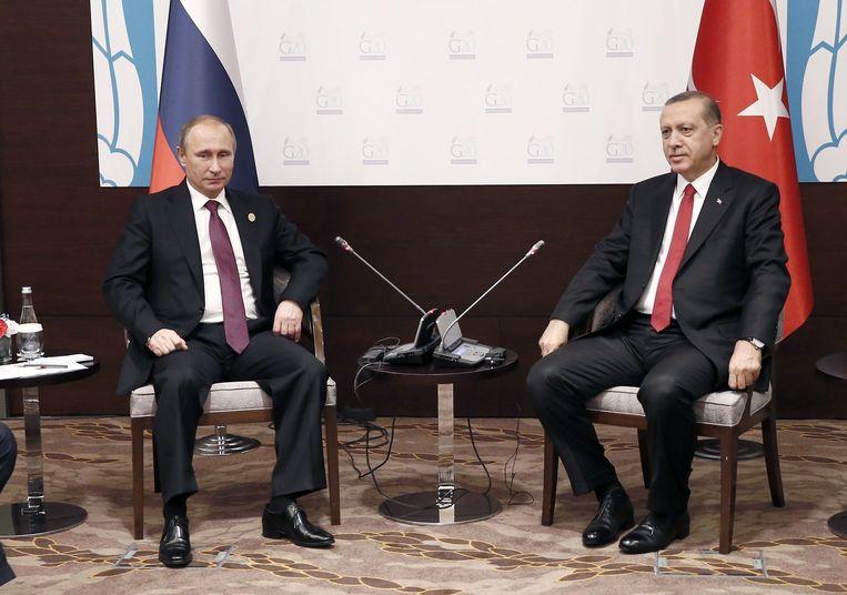 Poetin en Erdogan in betere tijden, op de G20 in Antalya 16 november jongstleden. Beeld AFP